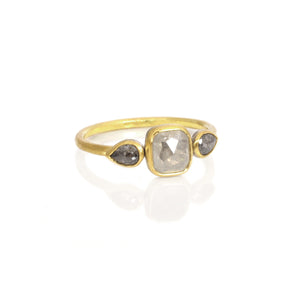 EC DESIGN - 3 Stone Engagement Ring