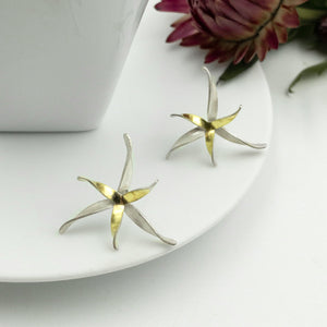 OWEN MCINERNEY - Mixed Metal Flower Stud Earrings
