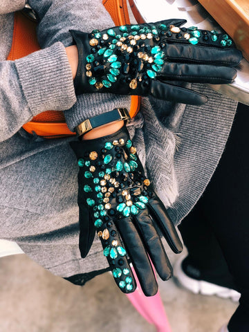 chinor full gloves w green beads مستلزمات