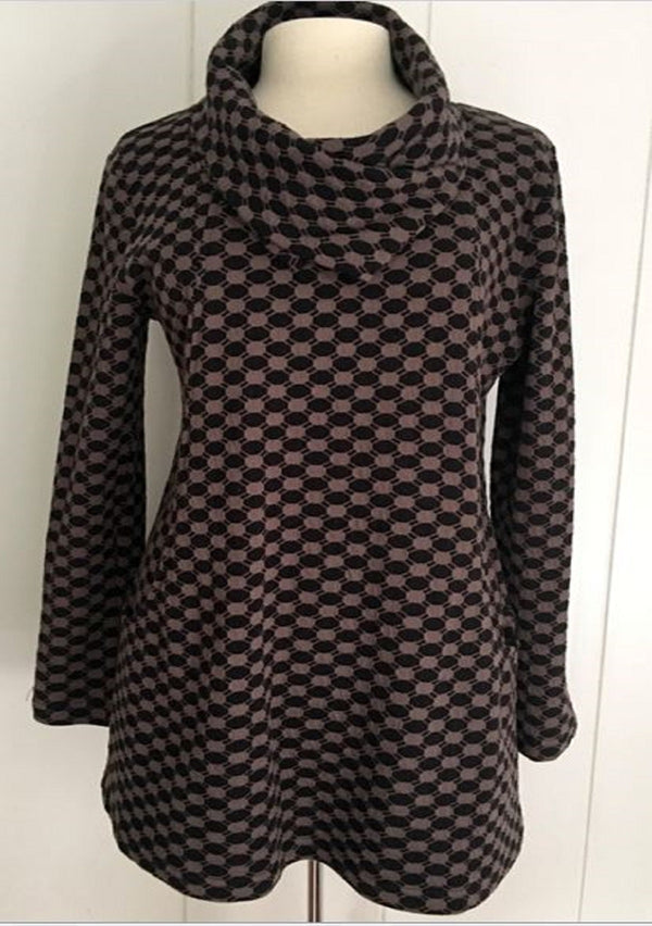 Komil Oval Grid Cowl Long Top