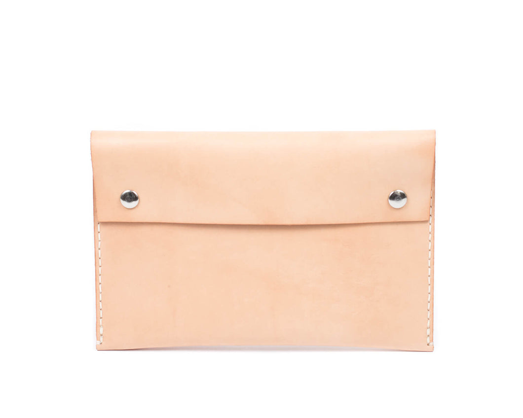 Clutch in Natural Vegtan Leather with Snaps