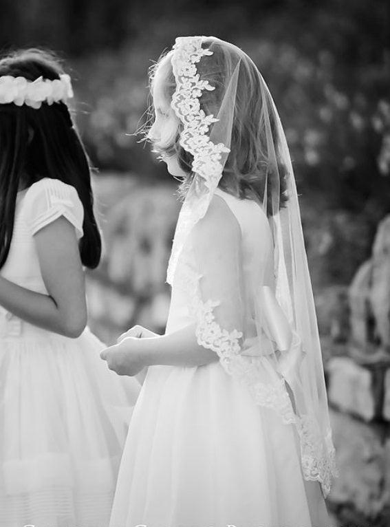 3 Creative Ways to Reuse your Wedding Veil: for Thrifty Brides