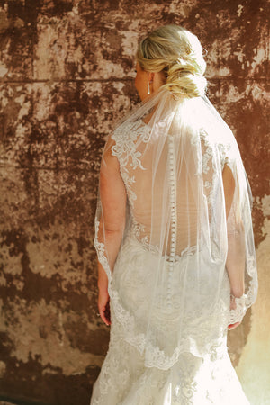 Short Wedding Veil with Lace in Ivory