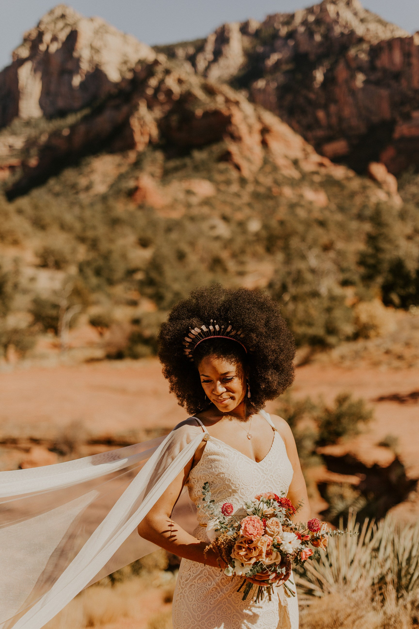 arizona sedona wedding with modern bride wearing draped tulle cape