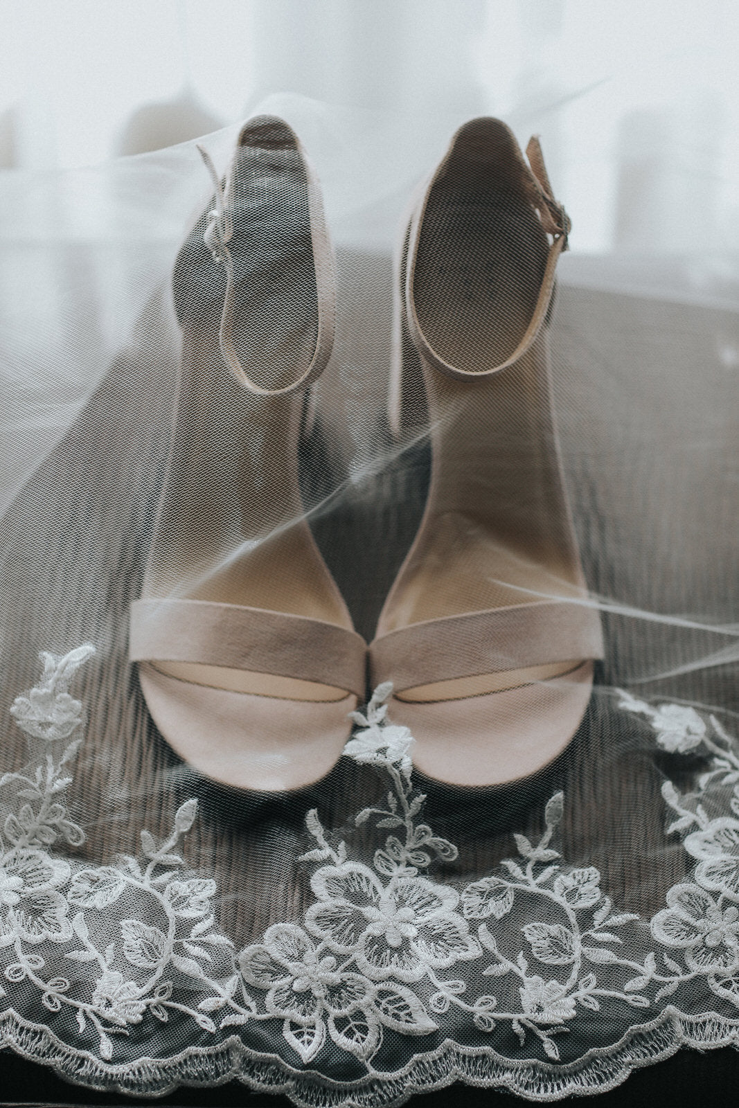 extra wide floral lace veil and champagne heels