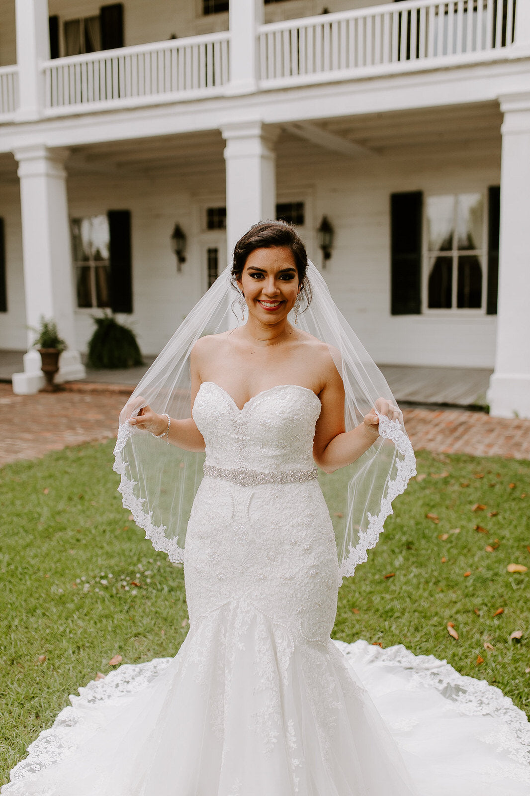 classic fingertip length wedding veil with mermaid dress