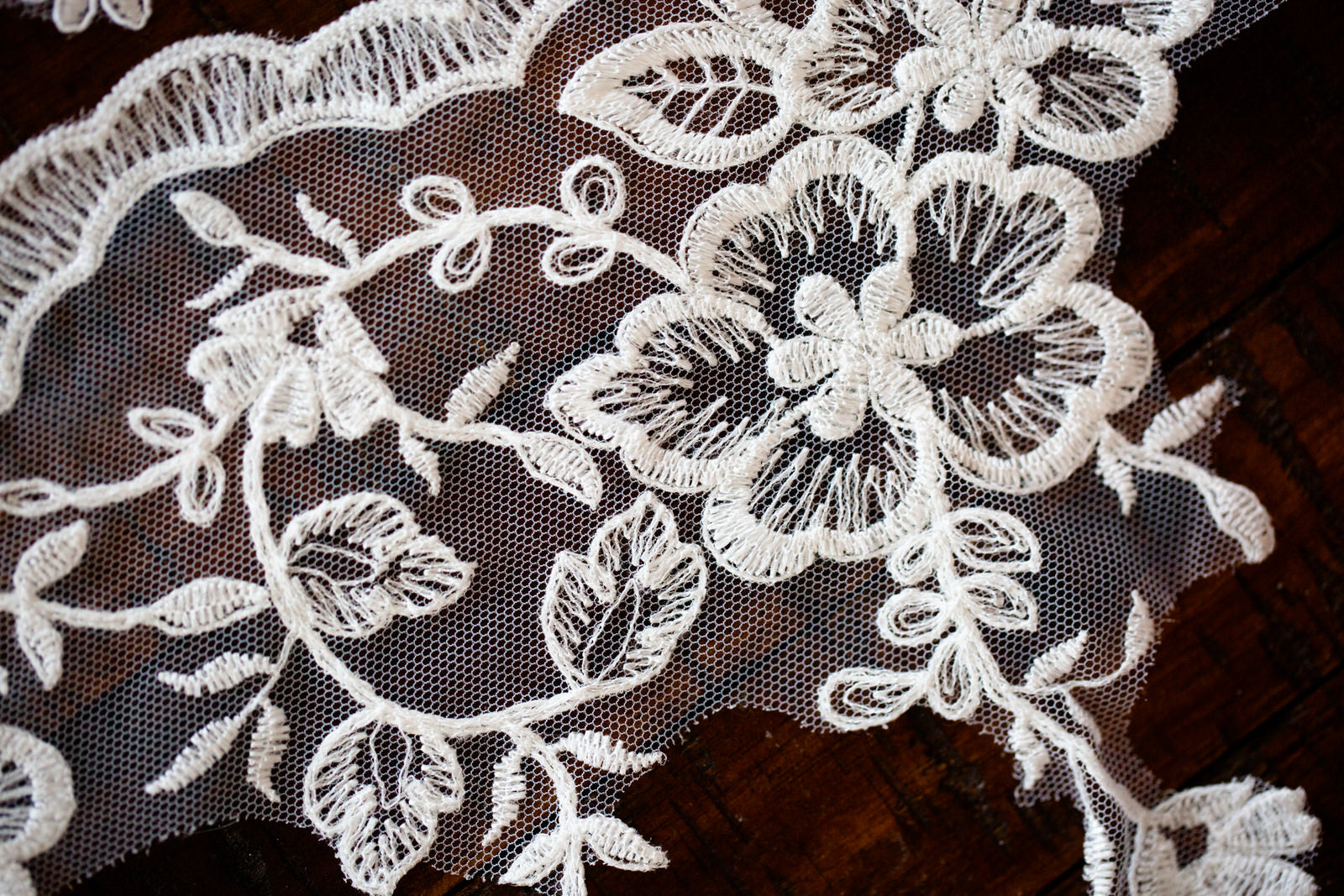 flower lace trim in white
