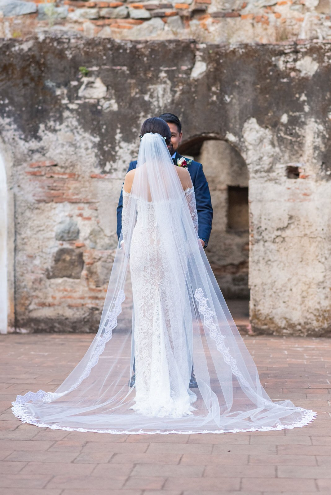 spanish lace cathedral wedding veil at historic venue