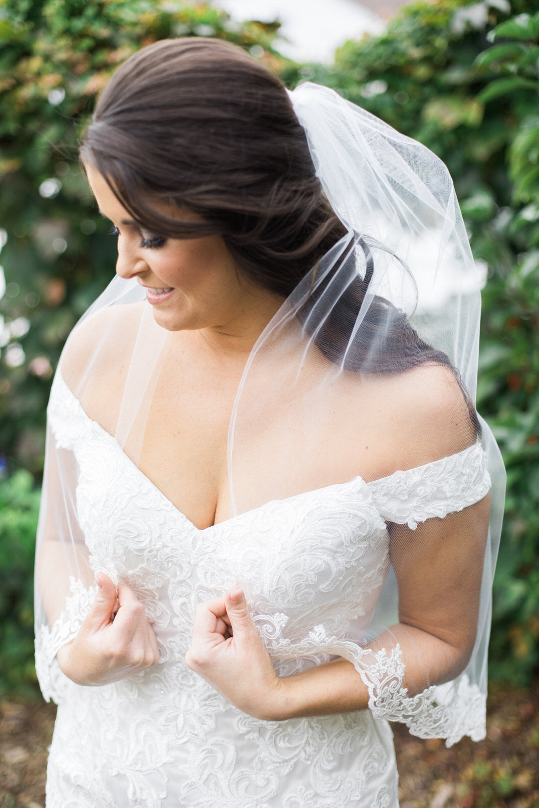 single layer sheer wedding veil in half up half down hairdo