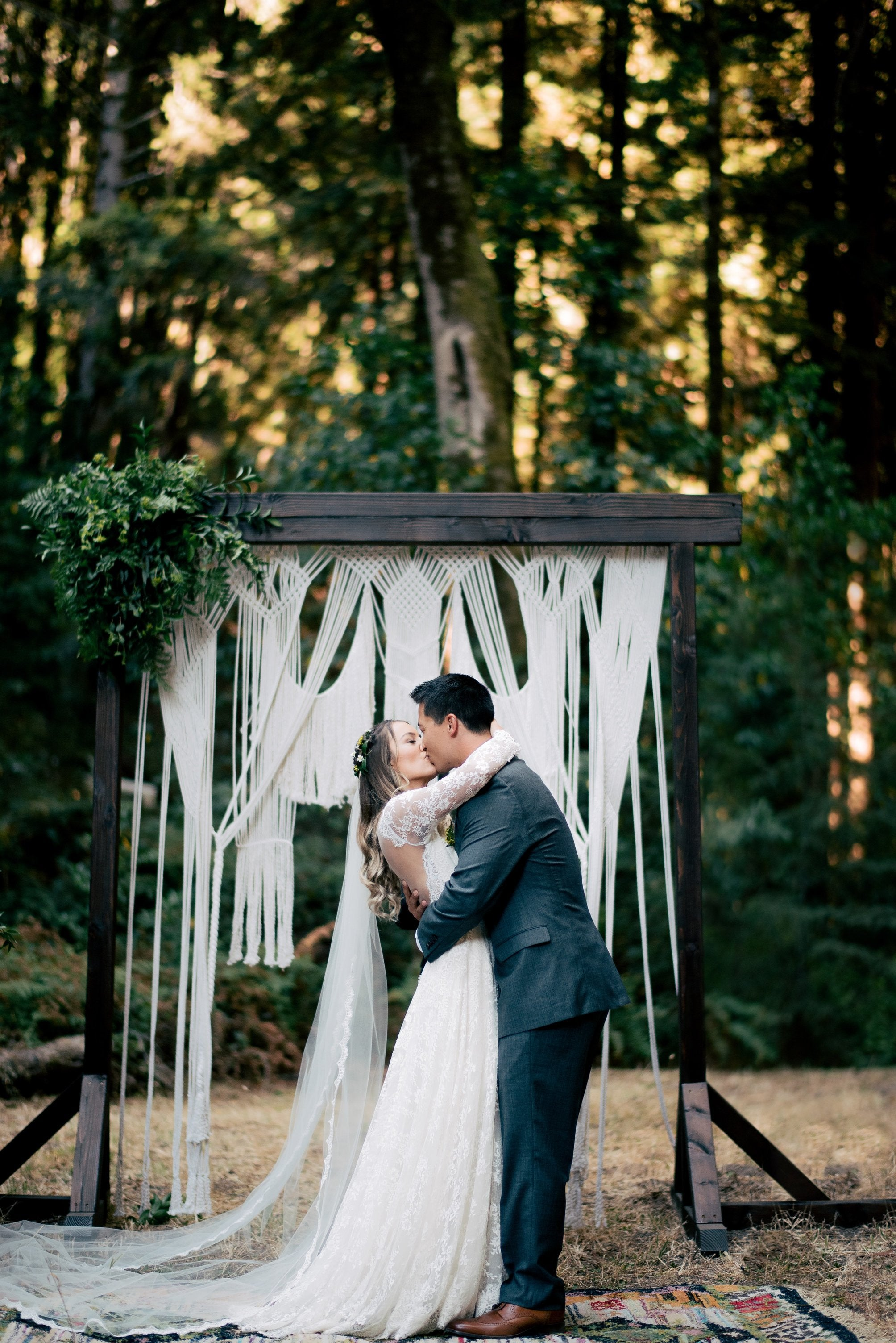 thin scalloped lace chapel veil