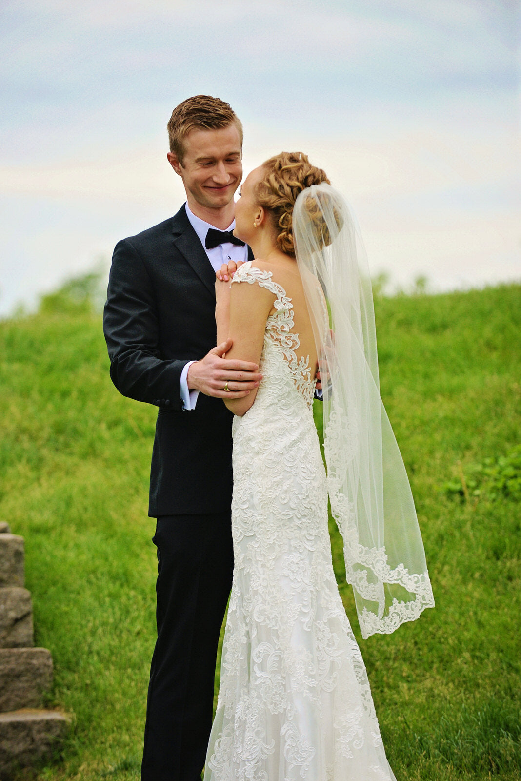 outdoor wedding with low back dress and lace bridal veil