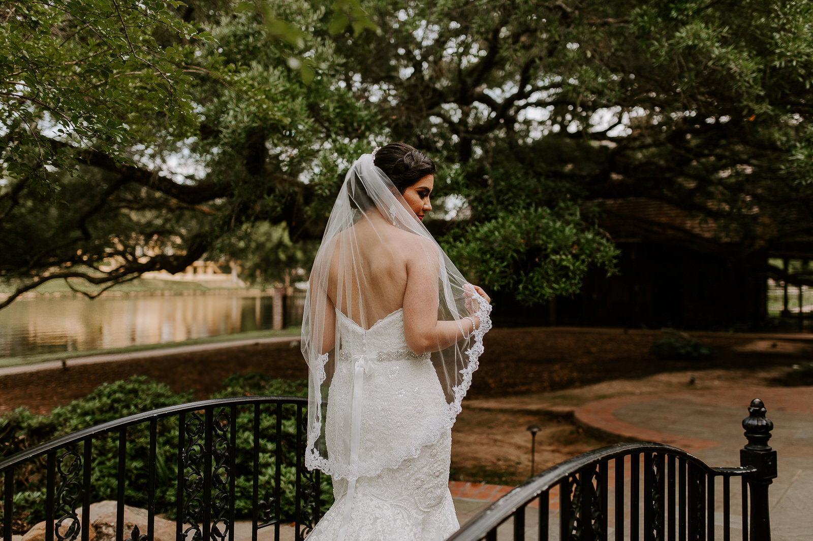 formal plantatiion wedding with bride in medium length lace veil