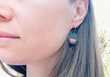 Peekaboo earrings/hexagon/orange