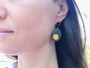 Peekaboo earrings/oval/yellow