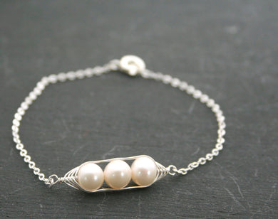 Pea pod bracelet with white freshwater pearls