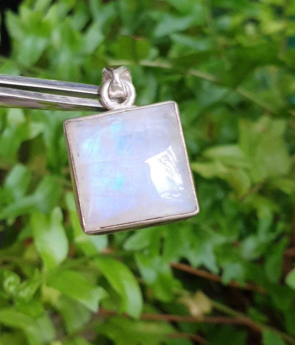 Rainbow Moonstone pendant in 925 Sterling Silver, from Como, Italy