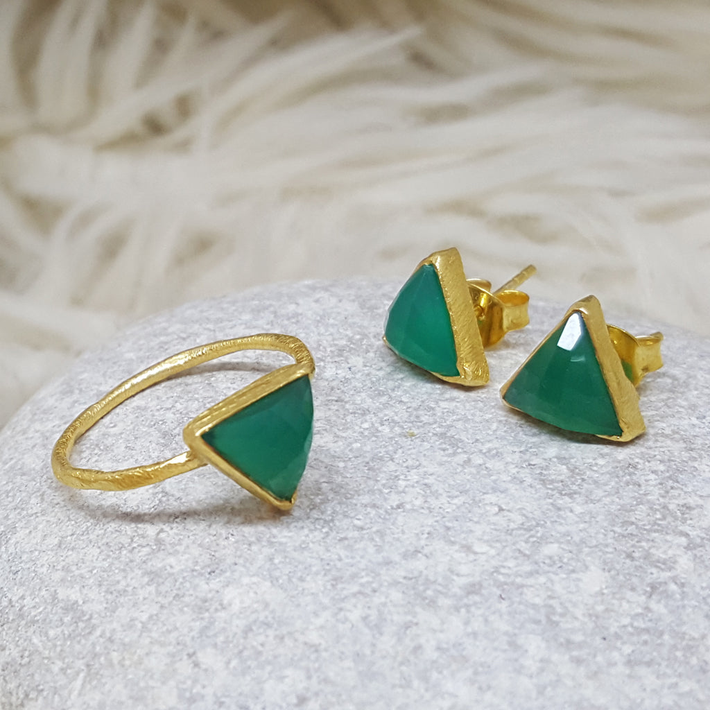 JEWELLERY SET. ARROW GREEN ONYX GOLD RING PLUS STUD EARRINGS