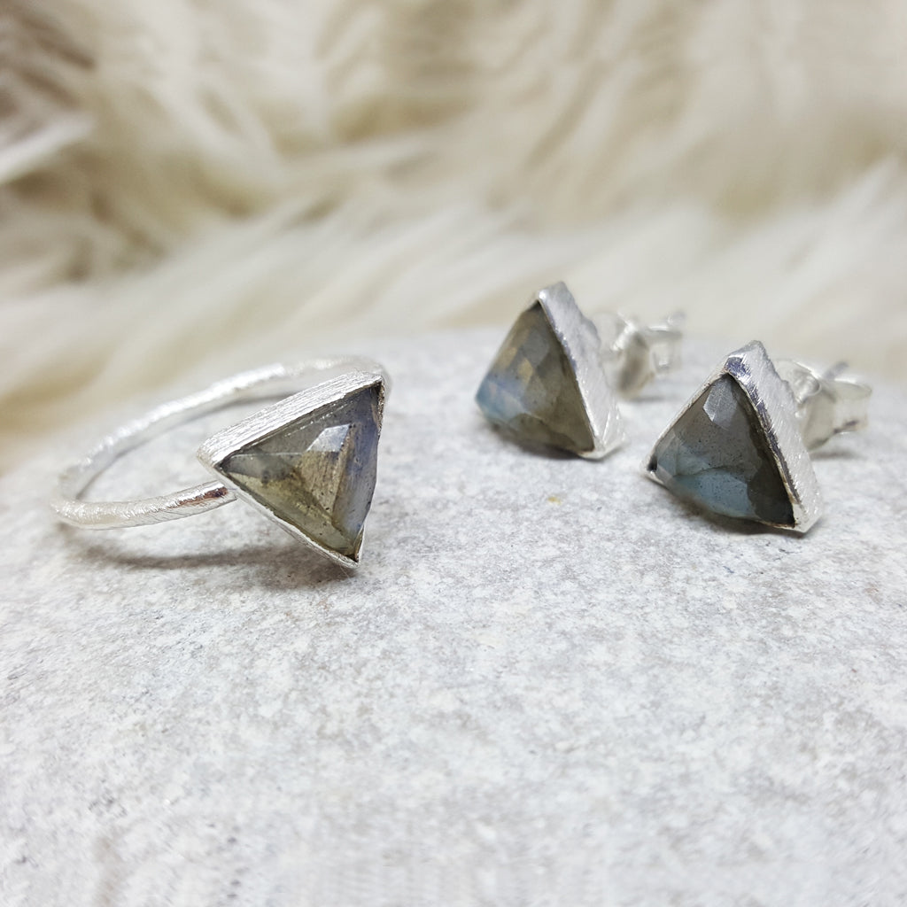JEWELLERY SET. ARROW LABRADORITE SILVER RING PLUS STUD EARRINGS