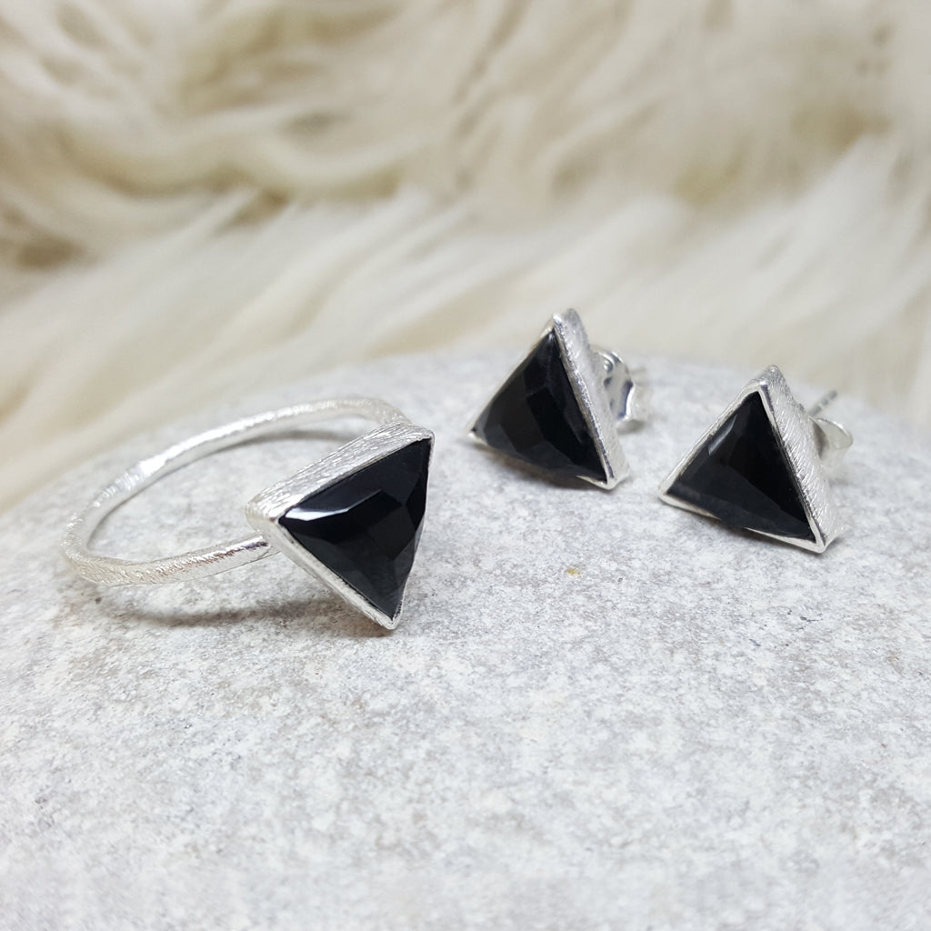 JEWELLERY SET. ARROW BLACK ONYX SILVER RING PLUS STUD EARRINGS