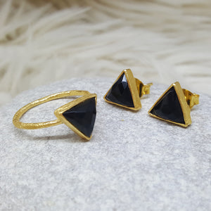 JEWELLERY SET. ARROW BLACK ONYX GOLD RING PLUS STUD EARRINGS