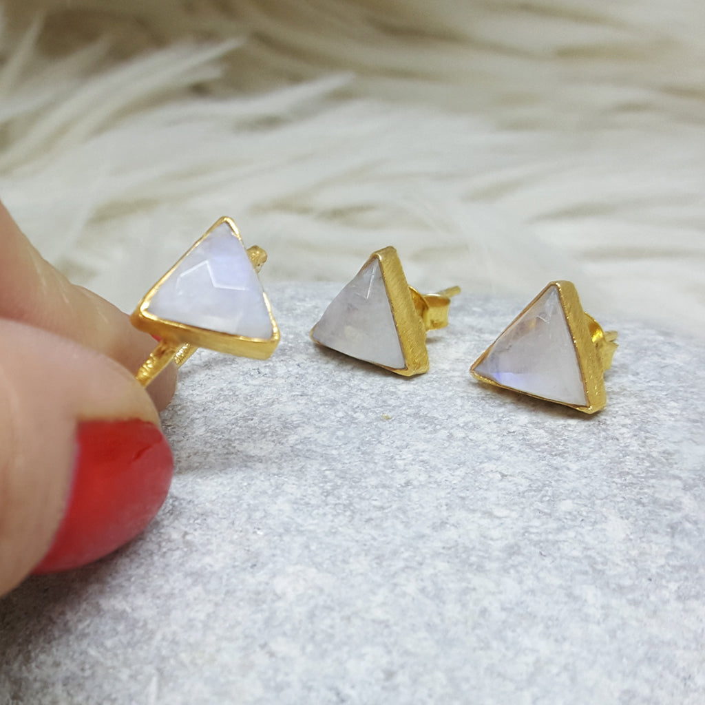 JEWELLERY SET. ARROW MOONSTONE GOLD RING PLUS STUD EARRINGS