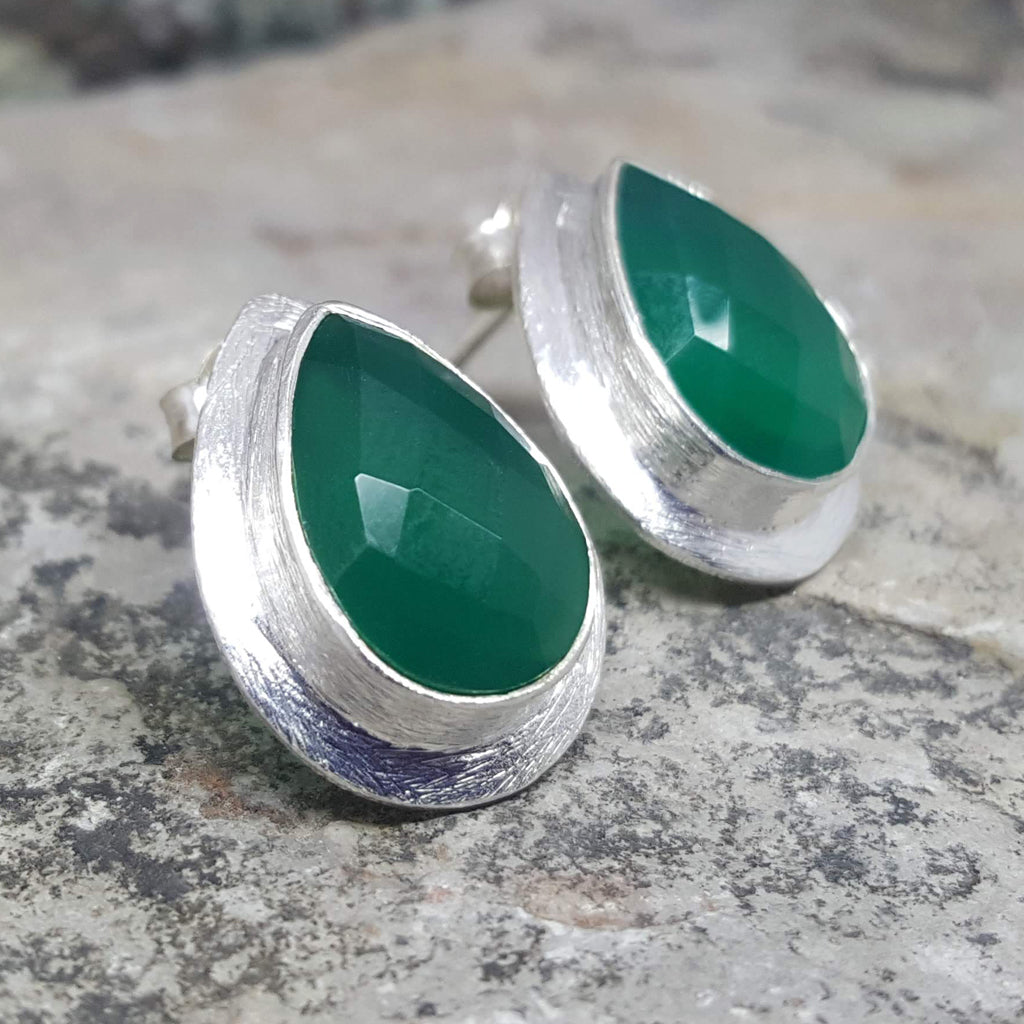 RAIN DROPS GREEN ONYX SILVER STUD EARRINGS