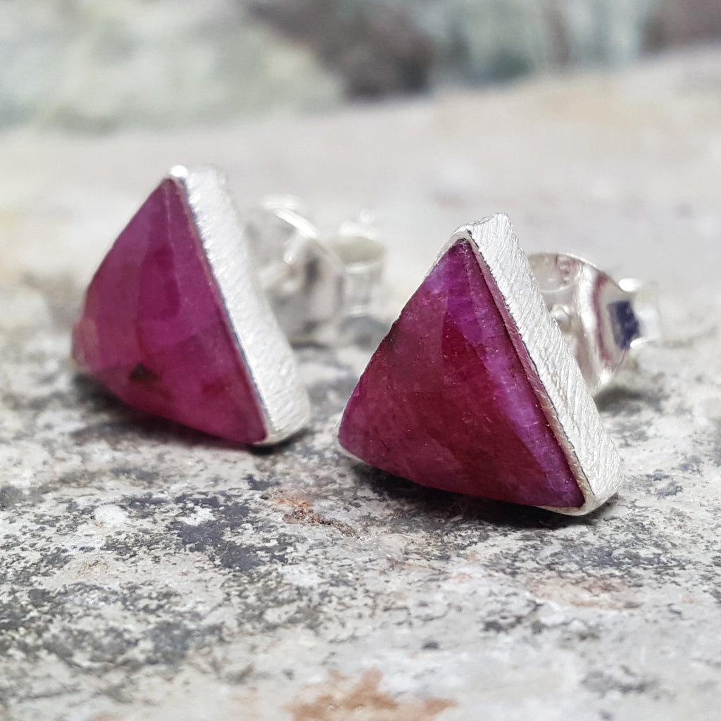 ARROW RUBY SILVER STUD EARRINGS