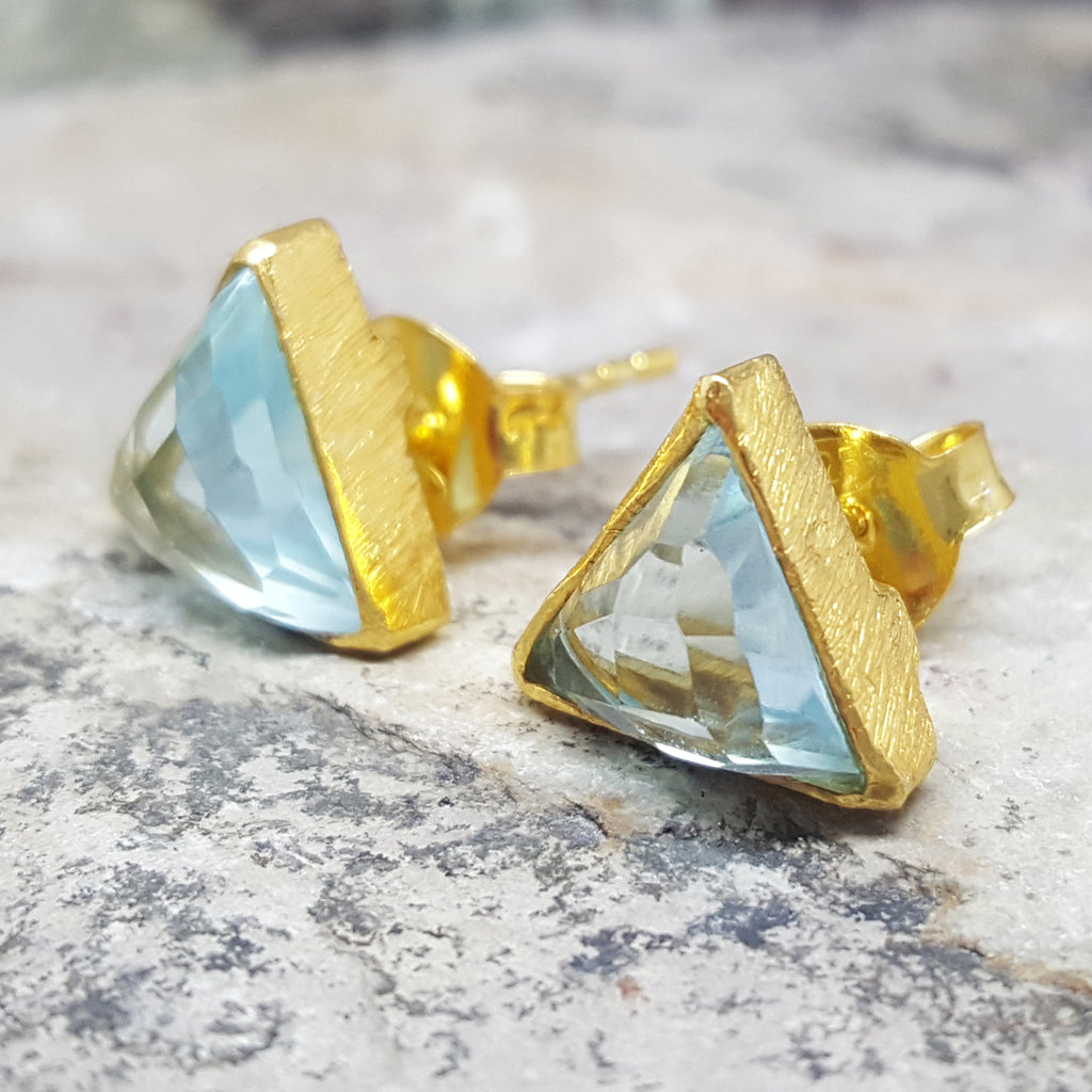 ARROW BLUE TOPAZ CZ GOLD STUD EARRINGS