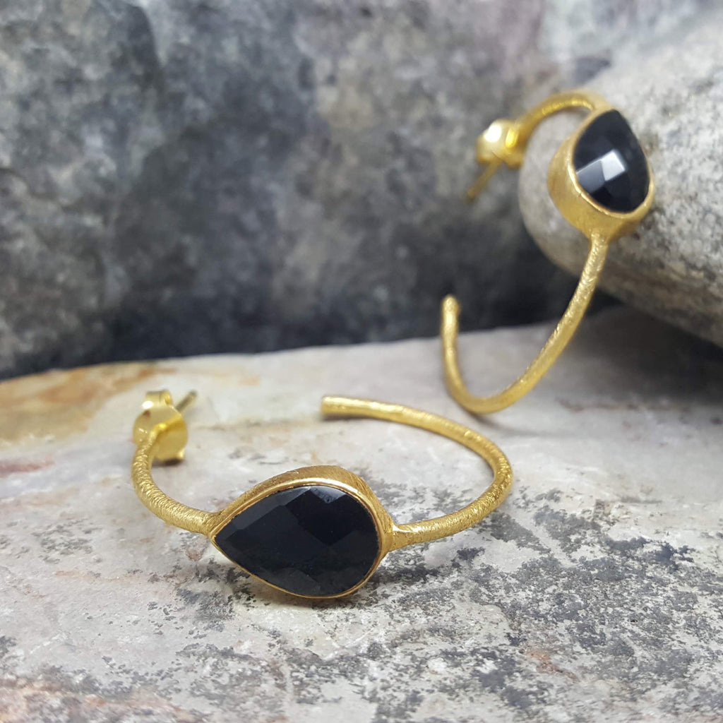 GOTA DE ORO BLACK ONYX GOLD HOOP EARRINGS