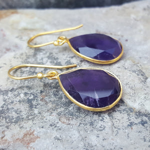 GOTA DE ORO AMETHYST GOLD HOOK EARRINGS