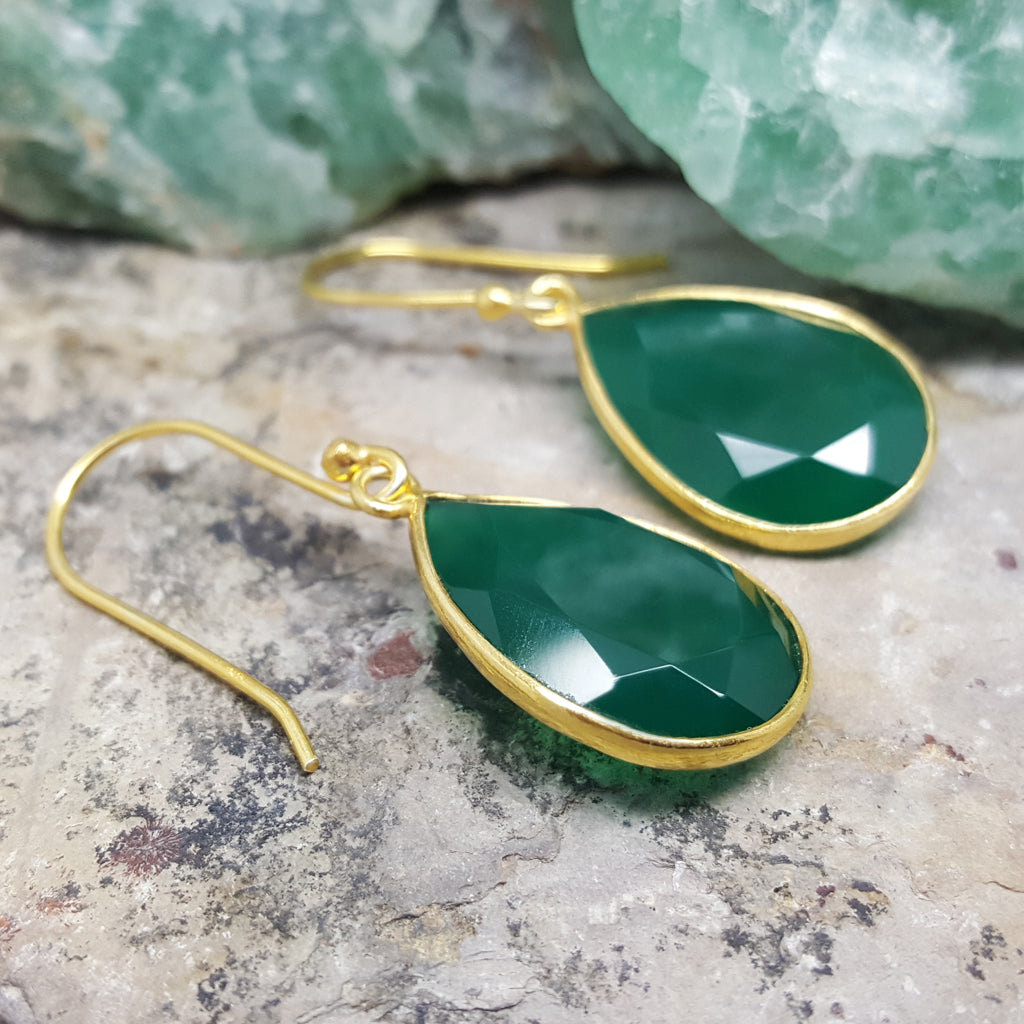 GOTA DE ORO GREEN ONYX GOLD HOOK EARRINGS