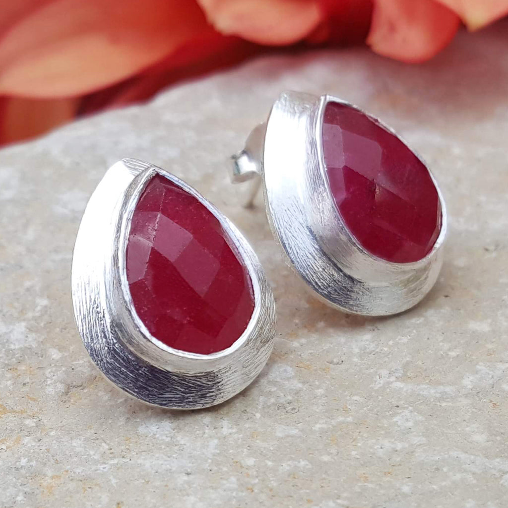 RAIN DROPS RUBY SILVER STUD EARRINGS