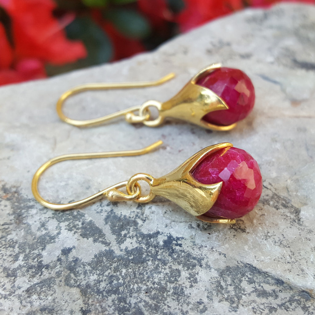 TULY RUBY GOLD HOOK EARRINGS