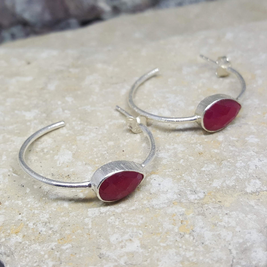 RUBY GOTA DE ORO HOOP SILVER EARRINGS