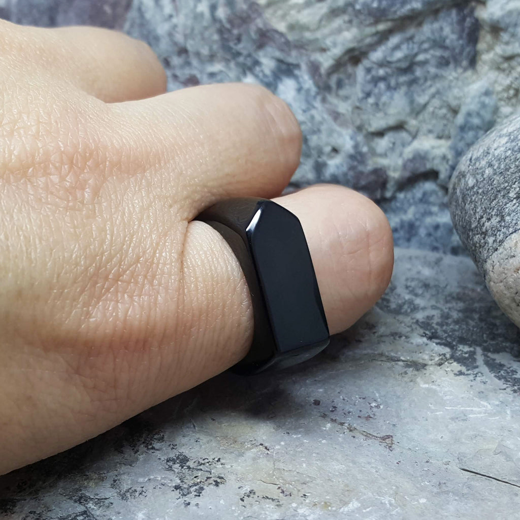 TITAN BLACK ARROW RING