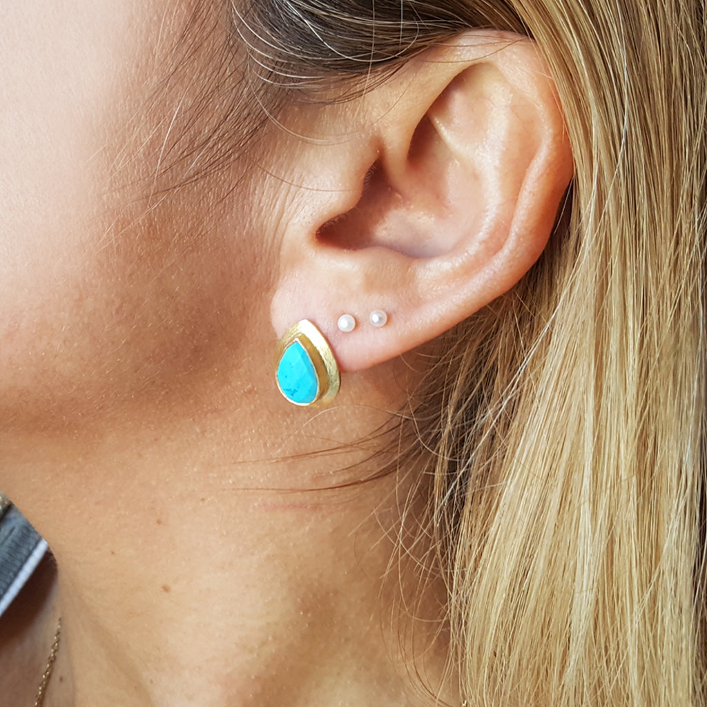 RAIN DROPS TURQUOISE GOLD STUD EARRINGS