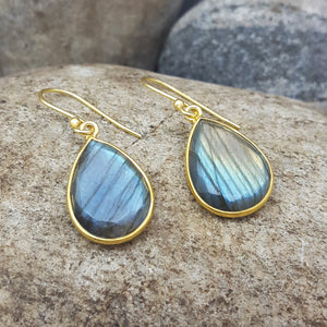 LABRADORITE GOTA DE ORO GOLD HOOK EARRINGS