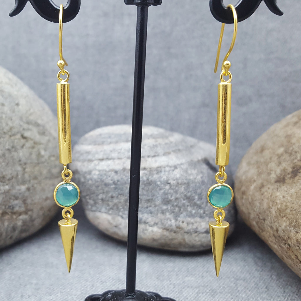 NEEDLE ICE GREEN ONYX HOOK EARRINGS