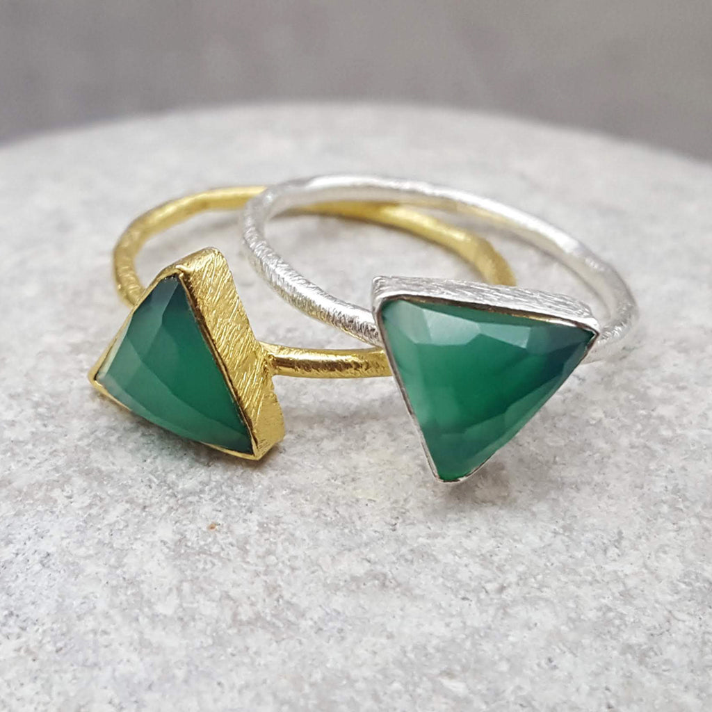 JEWELLERY SET. ARROW GREEN ONYX SILVER RING PLUS STUD EARRINGS