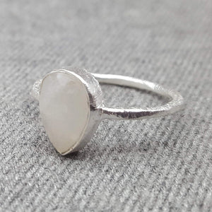 GOTA DE ORO MOONSTONE RING