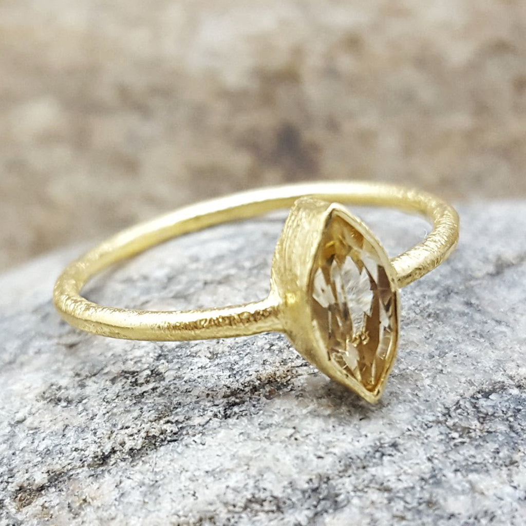 CAT EYE CITRINE GOLD RING
