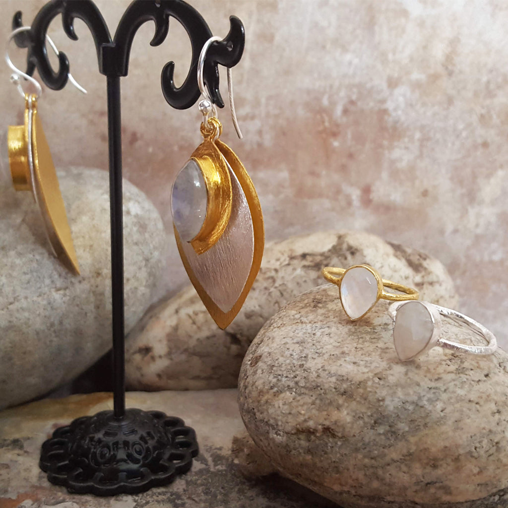 FISH EYE MOONSTONE HOOK EARRINGS