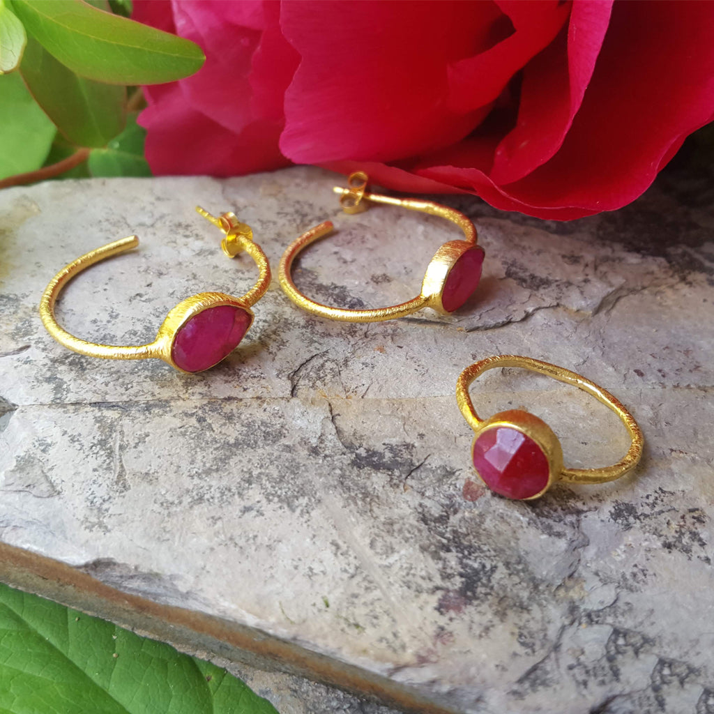 ROSES RUBY GOLD RING