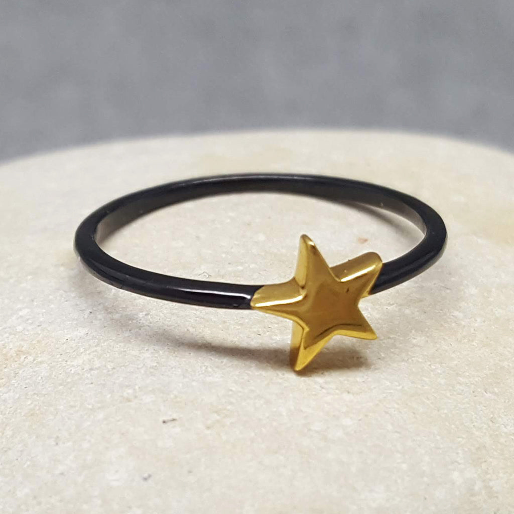 MINI STAR BLACK AND GOLD RING