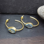 BLUE TOPAZ GOTA DE ORO GOLD HOOP EARRINGS