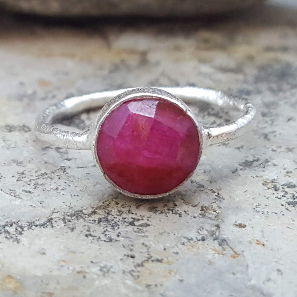 ROSES RUBY SILVER RING
