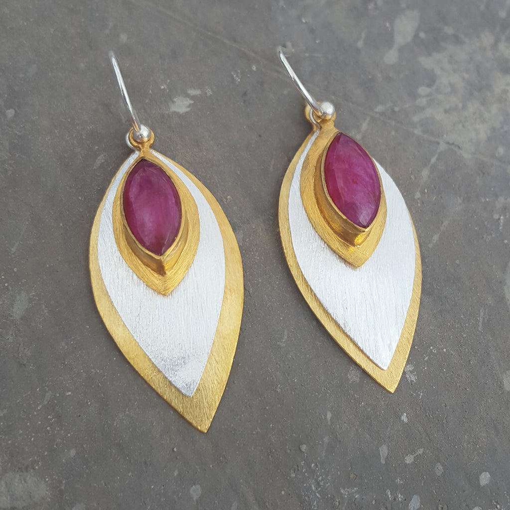 FISH EYE RUBY HOOK EARRINGS