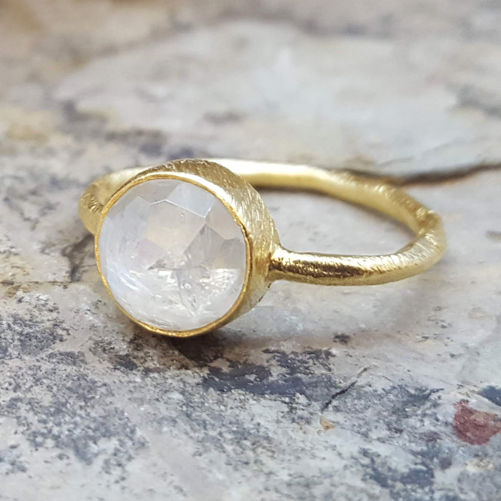 ROSES MOONSTONE GOLD RING