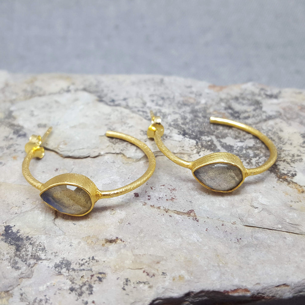 LABRADORITE GOTA DE ORO HOOP GOLD EARRINGS