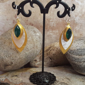 FISH EYE GREEN ONYX HOOK EARRINGS